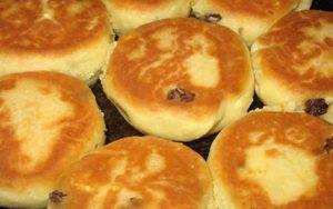 Аппетитные сырники со сметаной  и творогом