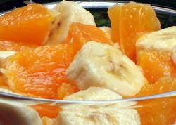 Готовим сладкий салат из апельсинов, бананов и фисташек