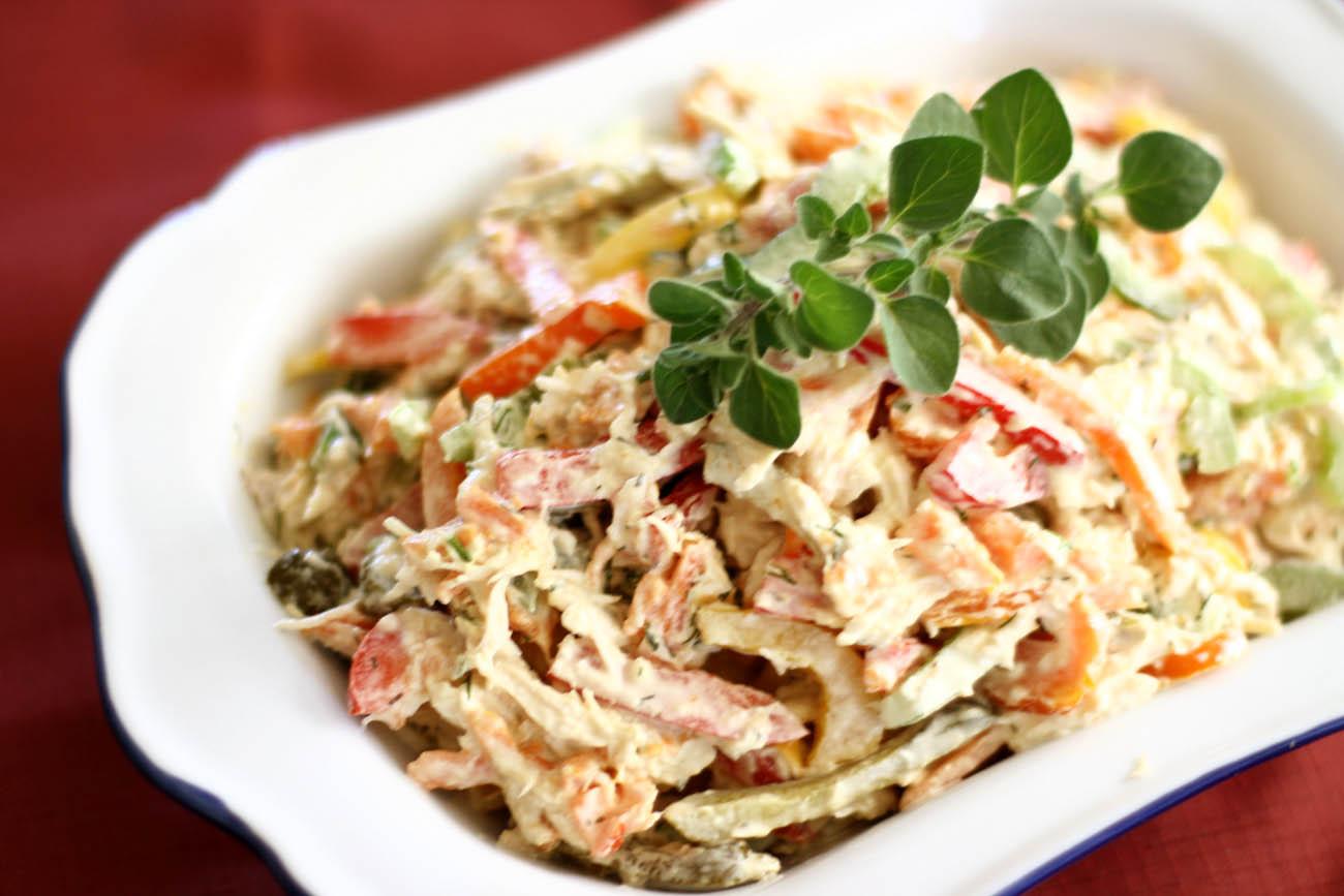 Оригинальный салат из курицы и грибов